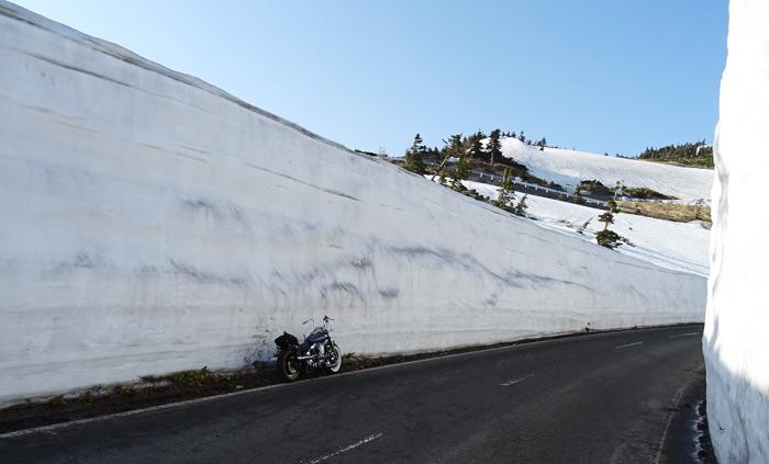 志賀高原道路 雪の壁