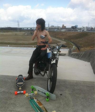 バイクとスケボー
