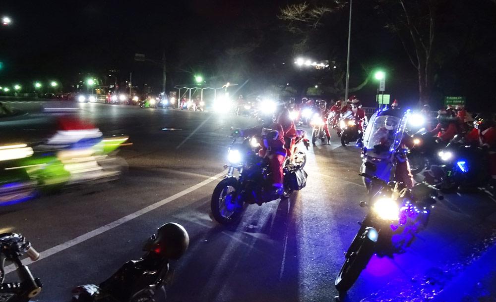 サンタ バイク