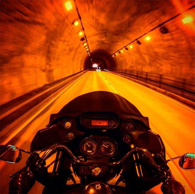 バイク トンネル