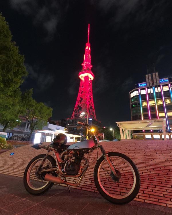 赤いテレビ塔